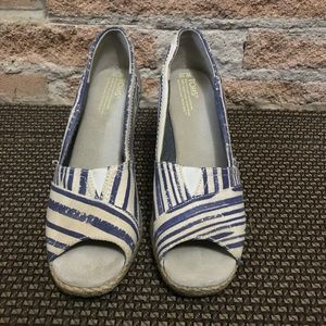 Toms wedges size 10